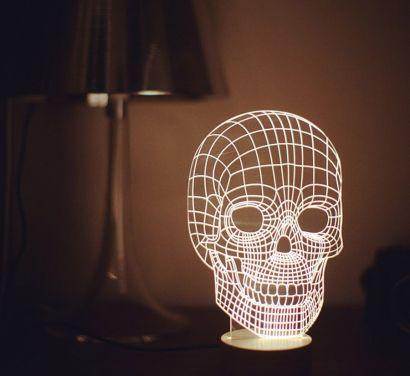 Bulbing Skull Table Lamp